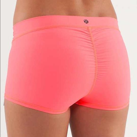 Lululemon yoga shorts Good condition. Draw string front lululemon athletica Shorts