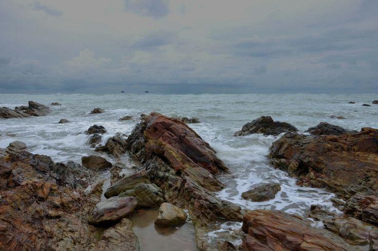 Tanjung Ular adalah Pariwisata pantai Bangka Barat nyentrik. Safari Wisata ke pantai ini beda panoramanya. Reminder aja kalo tour ke Bangka untuk mengunjunginya
