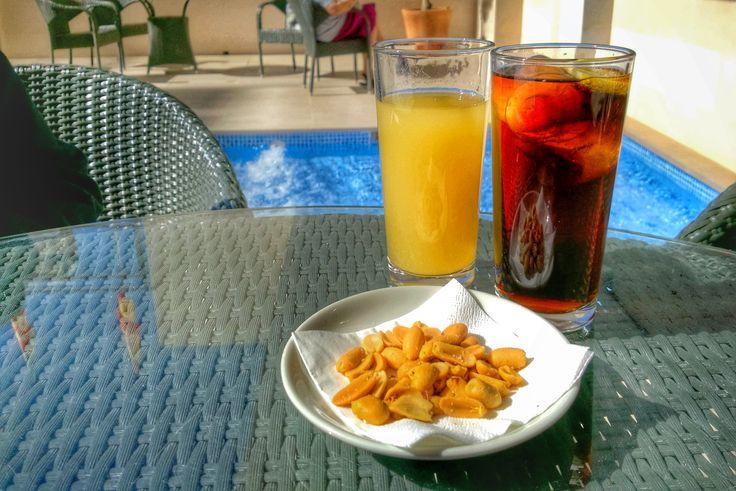 ¡Disfrutar de un #aperitivo al sol en nuestra terraza es un placer muy simple, que encanta a nuestros clientes! #hotelcarlos1 #hotelcarlosprimero #hotel #benidorm #terraza #aperitivo #sol #buentiempo #sun #sunset #benilovers