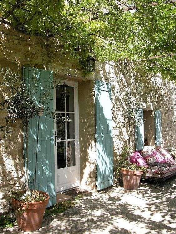 ingresso-di-un-giardino-provenzale.jpg 564×752 pixel