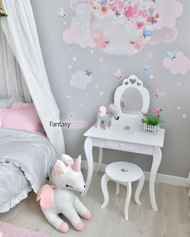 prinzessinnenzimmer in rosa grau mit schminktisch maedchen