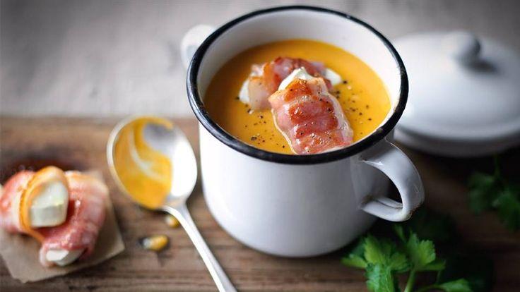 Kremowa zupa z marchwi, batatów z dodatkiem sera koziego to pyszna propozycja obiadu! Wypróbuj przepis z Kuchni Lidla!