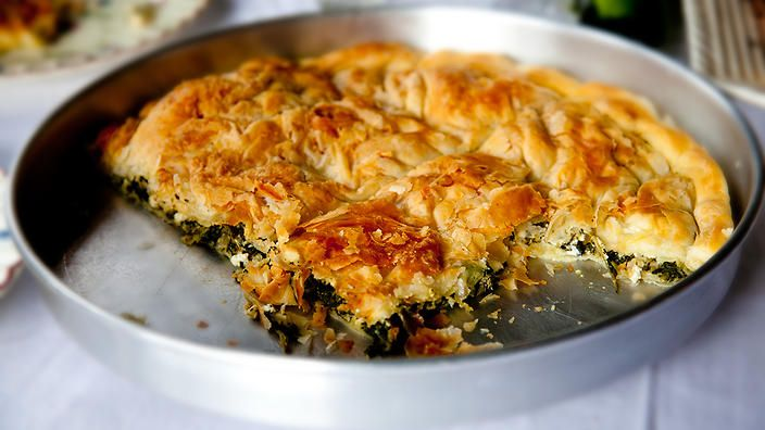 Have you tried hortopita? This Greek spinach pie is a like spanakopita's sister. #FoodSafari #pietime
