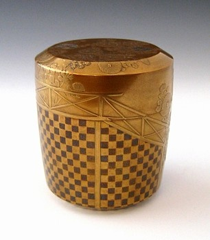 Japanese lacquer tea caddy for tea ceremony