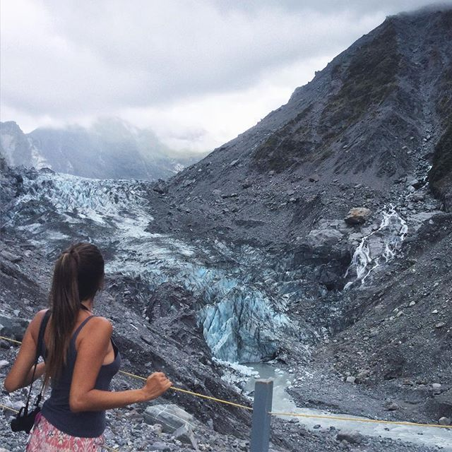 Missing my adventures in Franz Josef and Fox Glacier. ⛄️Kind of place that you'll be impressed every second of your trip! ❄️ . New Zealand tá na minha lista de lugares para morar no futuro, hein!  #nomadiccarol #carolprates #newzealand