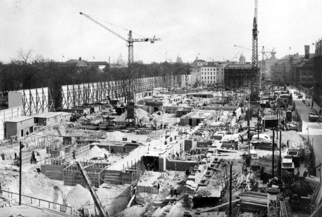 Bundesarchiv_Bild_146-1991-041-03,_Berlin,_Bau_der_Neuen_Reichskanzlei