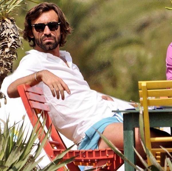 Piłkarz Juventusu Turyn siedzi sobie wyluzowany na krześle • Andrea Pirlo tak się przygotowuje do finału Ligi Mistrzów • Zobacz >> #pirlo #football #soccer #sports #pilkanozna