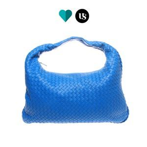 BOTTEGA VENETTA Cervo Large Hobo Handbag https://theupstyler.com/collections/bags/products/bottega-veneta-handbag  A head-turner relaxed silhouette in beautiful nappa leather featuring Bottega's signature Intrecciato weave. Featuring top handle, 15.7cm drop, top zip closure, one inside zip pocket and suede lining.  #theupstyler #bottegavenetta #bottegabag #luxurybag