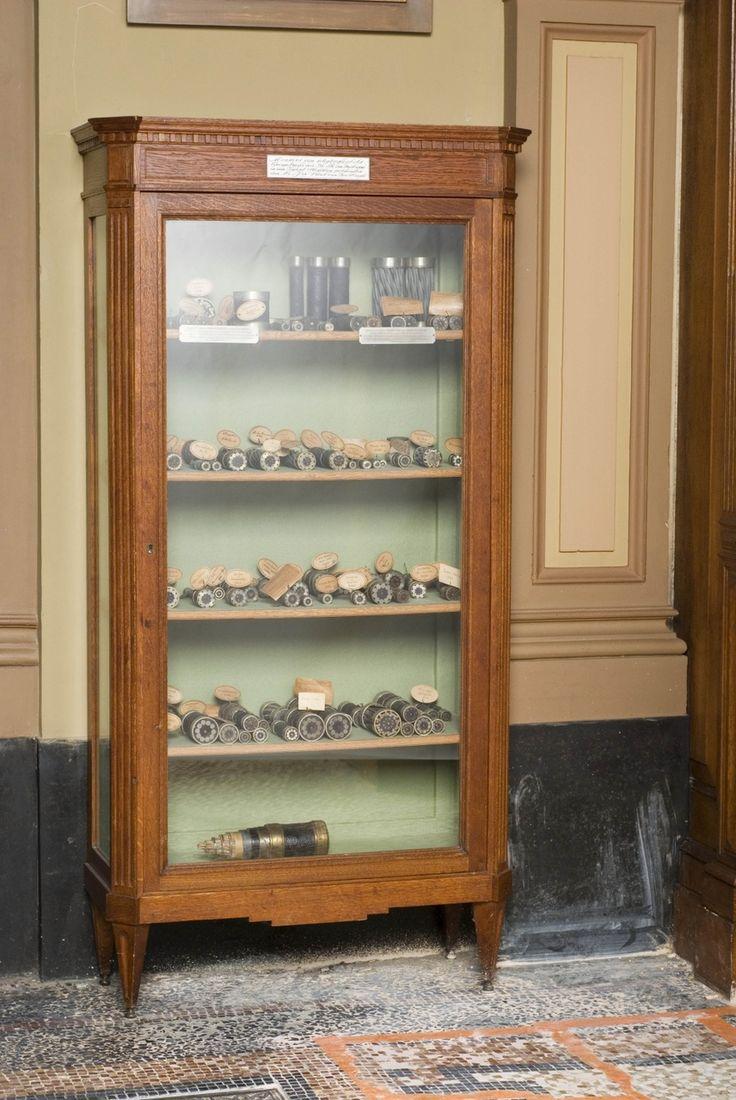 Kast met monsters van telegrafie-kabels — Teylers Museum