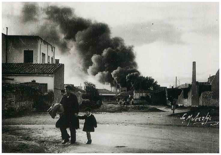 Δραπετσώνα στις φλόγες 1942 .φωτ.Σπύρος Μελετζης