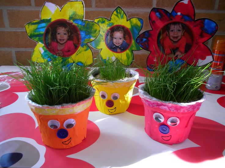 cadeau voor Vaderdag; bloempotjes met papier-maché, beschilderen, gras zaaien, en bloemetjes met foto!