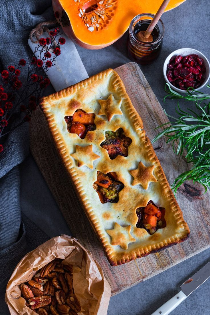 VEGAN XMAS DINNER · BUTTERNUT SQUASH, WALNUTS AND CRANBERRY PIE perfect for Christmas dinner | The White Chestnut | Easy Vegan Recipes and Healthy Living