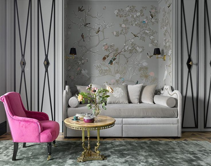 Девичья комната в нашем реализованном проекте. На стене роспись в стиле шинуазри. Шкафы и кровать выполнены на заказ по нашим эскизам, в дружественных нам мастерских. #lashmanovadesign #designinterior #decoration #adrussia #chinoiserie