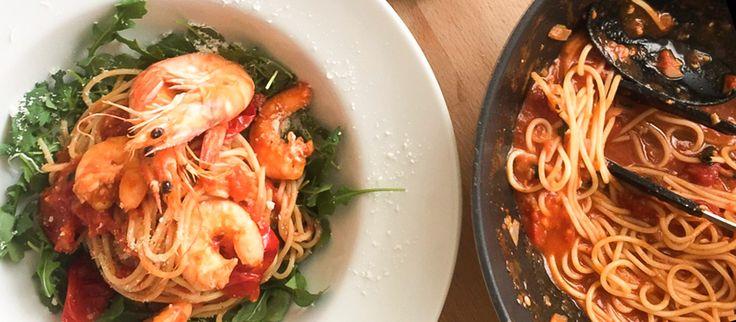 Špagety s krevetami a paradajkami Poďte k moru už teraz!  #špagety #krevety #paradajky #recept http://varme.dennikn.sk/recipe/spagety-s-krevetami-a-paradajkami/