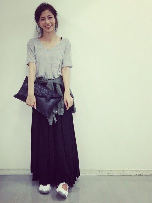 安田美沙子さんのスカート「SEA レザープリーツロングスカート」を使ったコーディネート