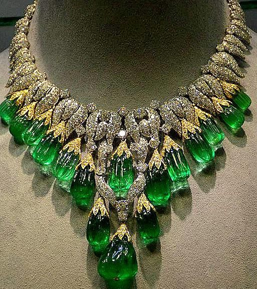 Gorgeous emerald, diamond necklace by DavidWebb in yellow and white gold.