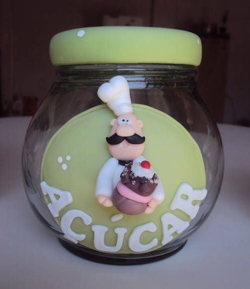Pote de açúcar decorado em biscuit Pode ser decorado em outras cores.   * Preço do conjunto de potes: açúcar + café + sal + porta toalha cozinheiro: 100,00. R$ 35,00