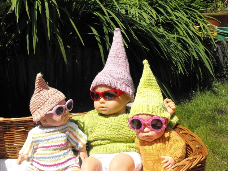 Gnome In Garden: Chillin' With My Gnomies
