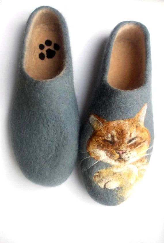 Felted slippers Women house shoe Felted slippers Wool clogs Needlefelt Cat Felted face  by shimafelt. Explore more products on http://shimafelt.etsy.com