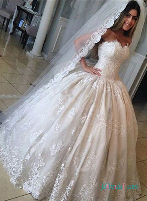 Inexpensive Vintage Princess lace ball gown wedding dress