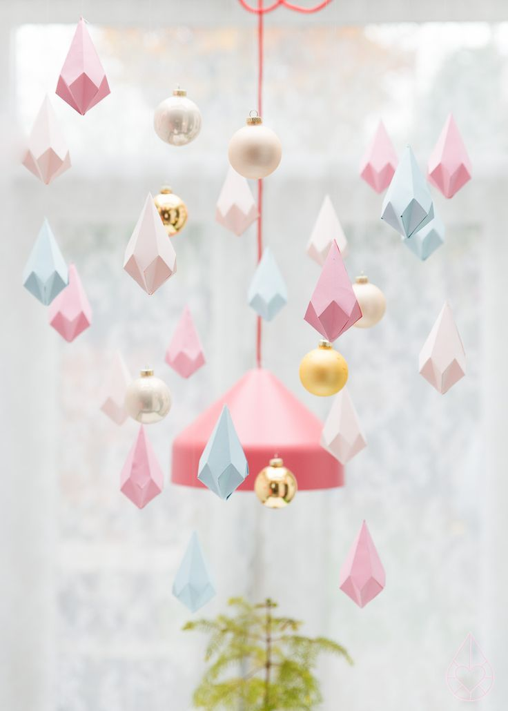 100 Christmas ideas - 5 themes - 18 colorful and happy Holiday decor inspirations - gift wrapping, decorating Christmas recipies - Paper crystals from Zilverblauw