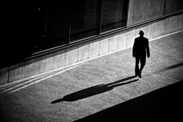 Laurent Roch : 'Lights and Shadows' (Street Photography)Ambiance Ombre, 8216 Lights, Shadows Dance, Trav'Lin Lights, Laurent Roche, Ombre Lumière, Quotidien Laurentroch Com, Street Photography, Lights And Shadows