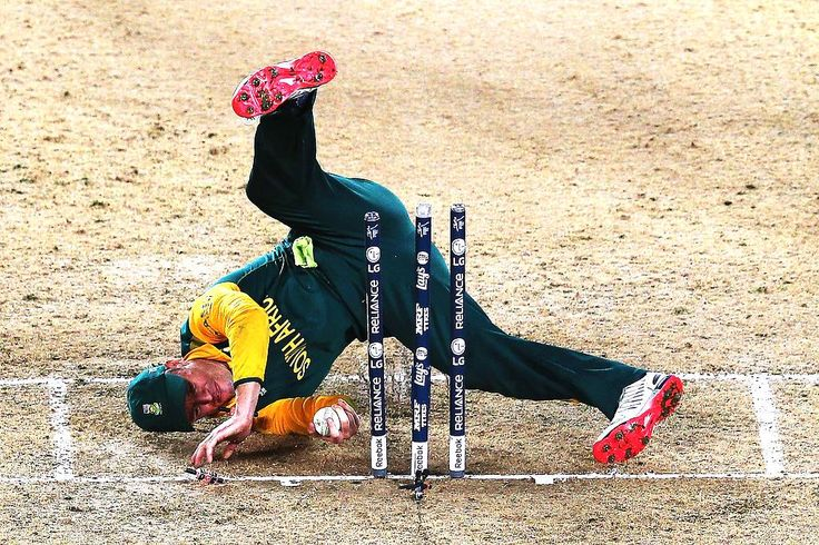 OH AB: South African captain AB de Villiers fluffs a chance to run-out New Zealand's Corey Anderson, a decisive moment in the World Cup semi-final.