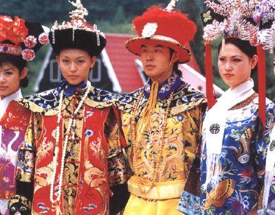 Manchus dressed as royal family