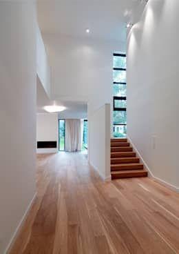 minimalistische Woonkamer door Jednacz Architekci