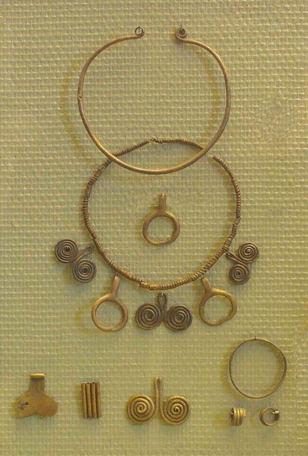 JEWELLERY FROM THE MIDDLE BRONZE AGE (Szigetszentmiklós-Felsőtag), Hungary. (2000-1500 BC)