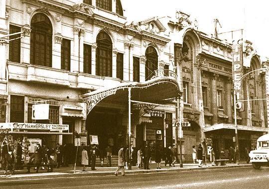 Teatro Victoria 3 o último.