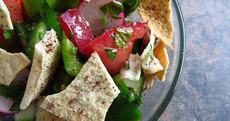 La salade fattouche est la salade estivale par excellence. Elle utilise exactement les légumes que nous produisons en quantité au Québec à c...