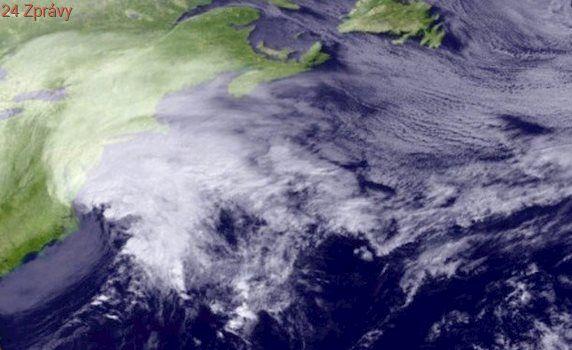 USA zasáhla mohutná sněhová bouře, bez proudu je 150 tisíc lidí