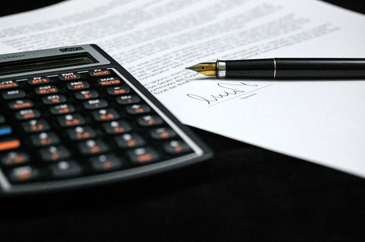 Są miesiące, kiedy firmy muszą zawiesić działalność w zależności od branży, w jakiej działają. Unikają wtedy niepotrzebnego opłacania składek ZUS czy wysokich podatków. W momencie, kiedy wznawiają działalność składają odpowiedni formularz ZUS ZUA lub ZUS ZZA . Podobna  sytuacja jest z opłacaniem podatku PIT. Wakacje od fiskusa nie mogą trwać jednak wiecznie, ponieważ grozi to wypadnięciem z rynku.