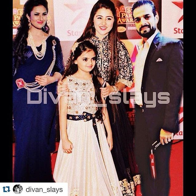 #Repost @divan_slays with @repostapp. ・・・ #divanru #divan #family #awards #love #zindarehtihaiunkimohabbatein #celebrating #withtheirprincess @dollydhawan @aditi_bhatia4 . Yaaaay #divan win best jodi award 3rd time in a row Wooohooo ❤️❤️❤️❤️ #happy Favourite pati award goes to my handsome @karan9198 #mrsexypatel Yaaay Wooohooo an fav maa awards goes to the most deserving @divyankatripathi Yaaay