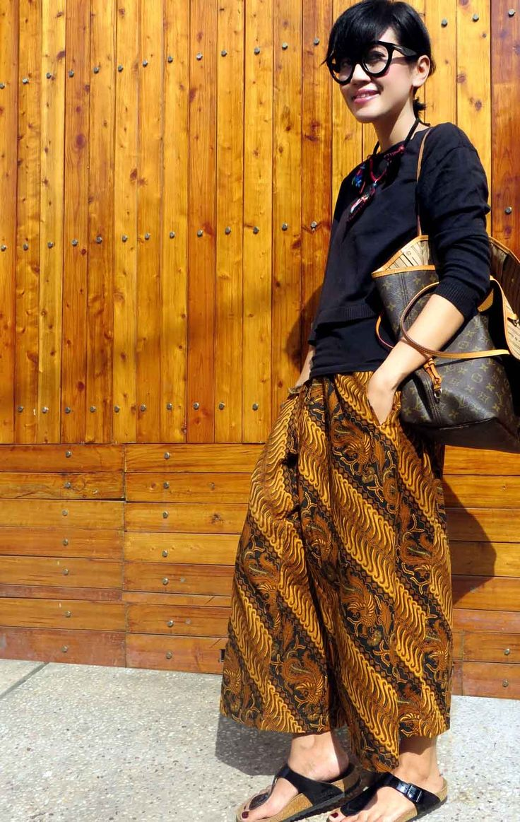..on peaceful thursday afternoon Wearing Batik Amarillis's wrap palazzo in classic batik sragen & Arcana Triple Triangle necklace,Louis Vuitton neverfull bag , Tom Ford 'Chiara glasses & Birkenstock sandals