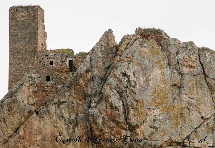 Castello di Gresti,Aidone.Enna. Apertura al pubblico: no, solo rovine  Ruin- no handicap accessible  Da visitare:la città di Enna