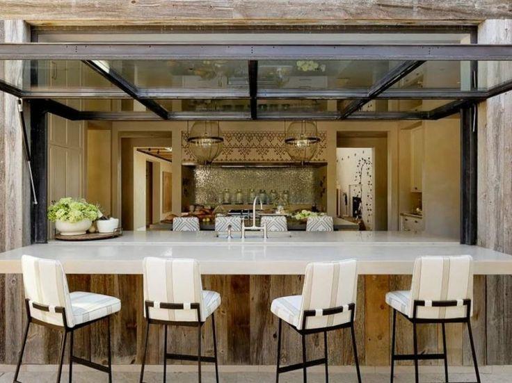 Moderne Bar im Freien für erfrischende Sommerabende   – Isabelle Greiner