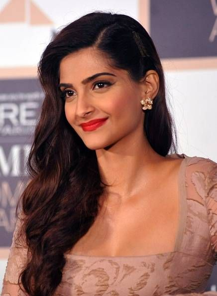 First poster of Sonam Kapoor's 'Neerja' out - Times Of India