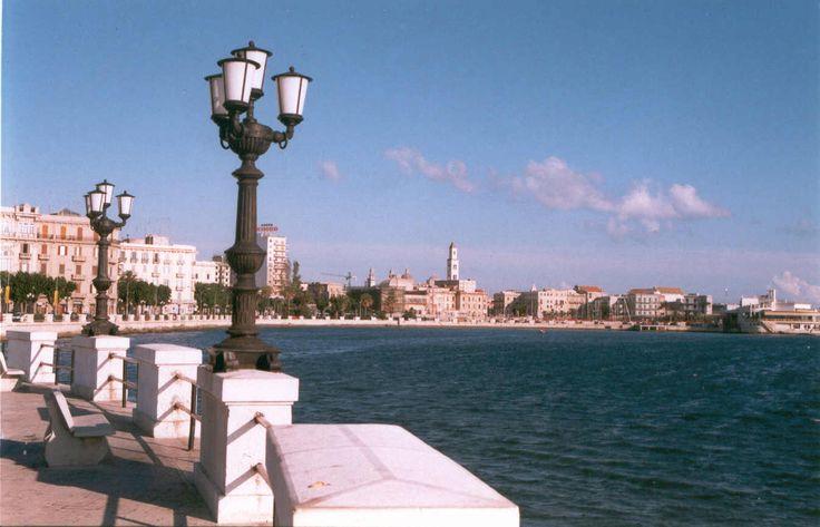 Bari, Italy. Se Parigi avesse il mare, sarebbe una piccola Bari! #bari #italy #travel