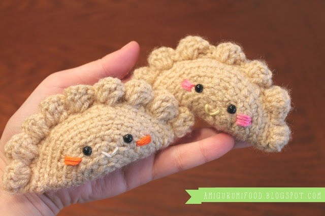 Free Dumpling Empanada Amigurumi Crochet Pattern and Tutorial