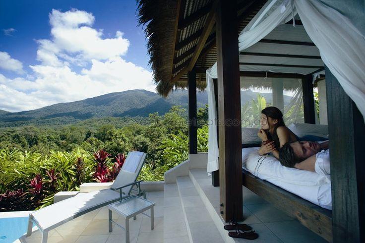 Shangri-La Port Douglas www.executiveretreats.com.au Holiday House and Wedding Venue
