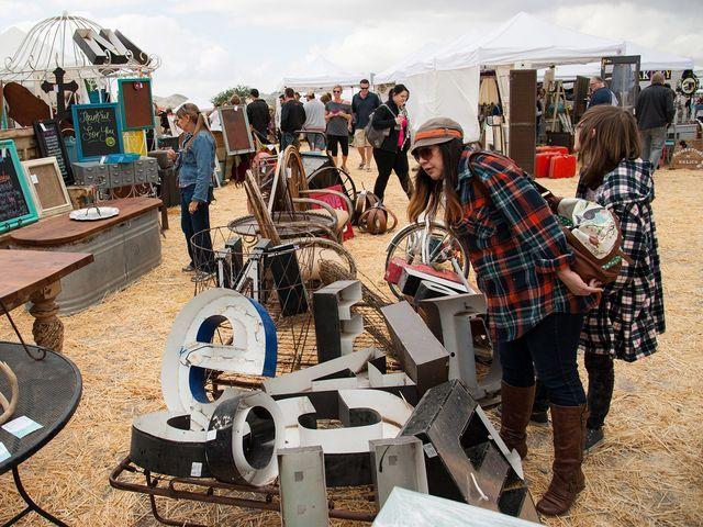 8 Phoenix flea markets for antique treasures