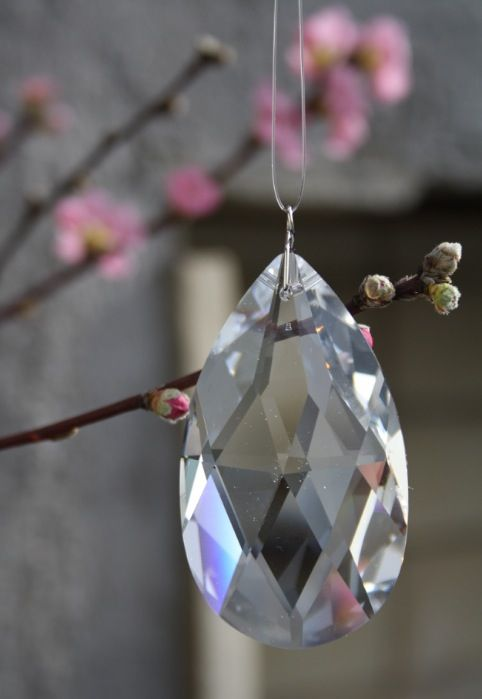 Dråpe krystall Swarowski - kr 250,-  eller stor dråpe kr 399,- SÅåå utrolig vakre å henge opp i vinduet, og glitrer god energi tilbake. Love it.