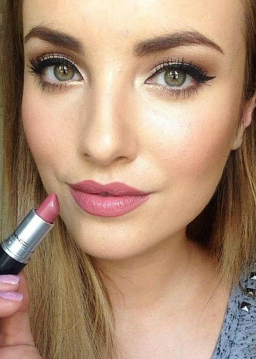 Lèvres rose mac pour un look de noel discret et sexy #beauté #maquillage #fete…