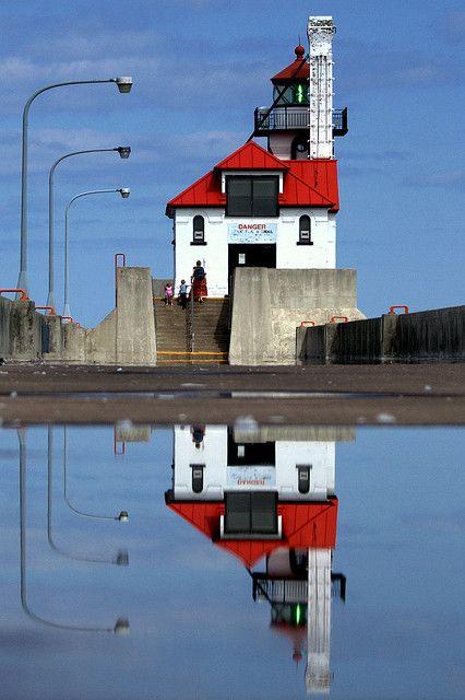 lighthouse, lake superior, north shore, duluth