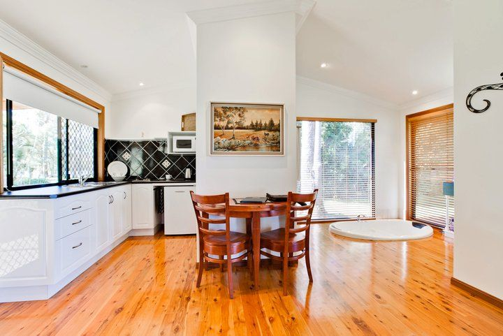 We offers the finest Bed and Breakfasts facility at an affordable rate. Most lauded Kurwongbah based B&B Accommodation.