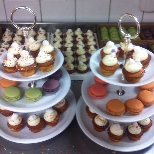 Cup cakes and Macarone