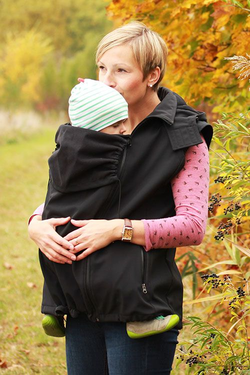 Jacket with detachable sleeves for front carrying, back carrying, normal use and during pregnancy.