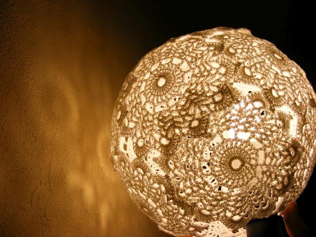 17 meilleures id es propos de lampe napperon sur pinterest napperons housse de coussins et. Black Bedroom Furniture Sets. Home Design Ideas